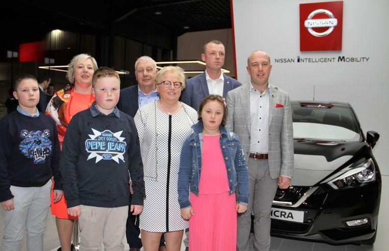De familie Verhulst bij de opening van de nieuwe showroom van Nissan, met zaakvoerders Eddy Verhulst en echtgenote Carine, dochter Valerie en haar man David, en Gilles.