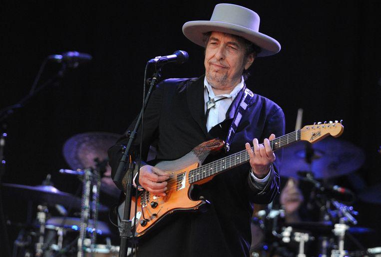 Bob Dylan tijdens een optreden in 2012. Beeld AFP