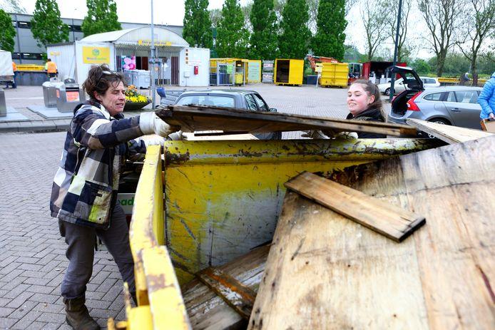 April dit jaar, veel meer inwoners van Gorinchem en de regio als gebruikelijk brengen grofvuil naar het brengstation van Waardlanden.
