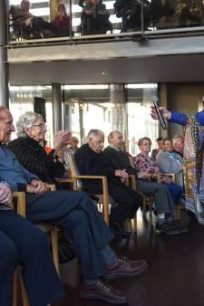 Willeke Alberti krijgt het van Moergestel te horen: 'Wa bende gij toch een schatje'