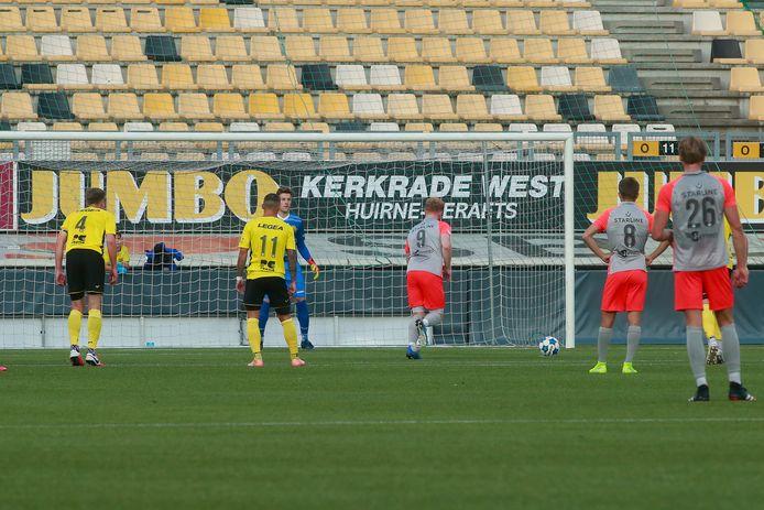 Jort van de Sande zette FC Eindhoven vanaf de stip nog op voorsprong.