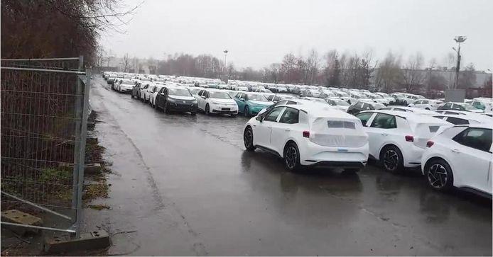 Zo'n duizend ID3's wachten op nieuwe software op deze geheime parkeerplaats