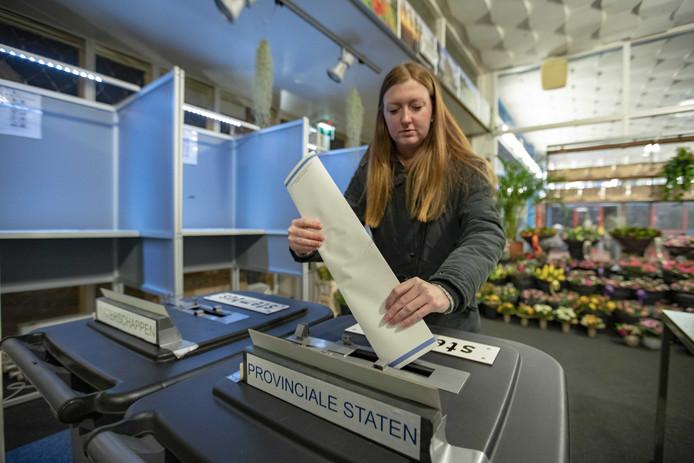 Op het station van Castricum wordt vanaf middernacht gestemd voor de Provinciale Statenverkiezingen.