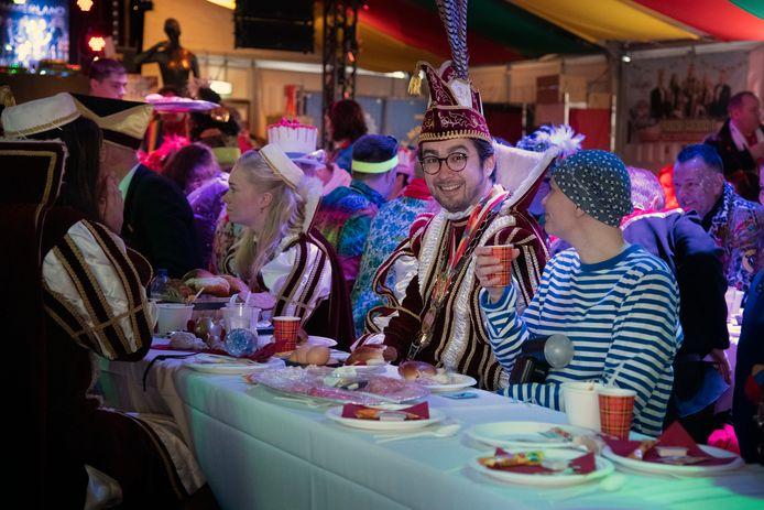 Vorig jaar: Carnavalsontbijt in het Marikenpaleis op de Grote Markt, met prins Mark 1.