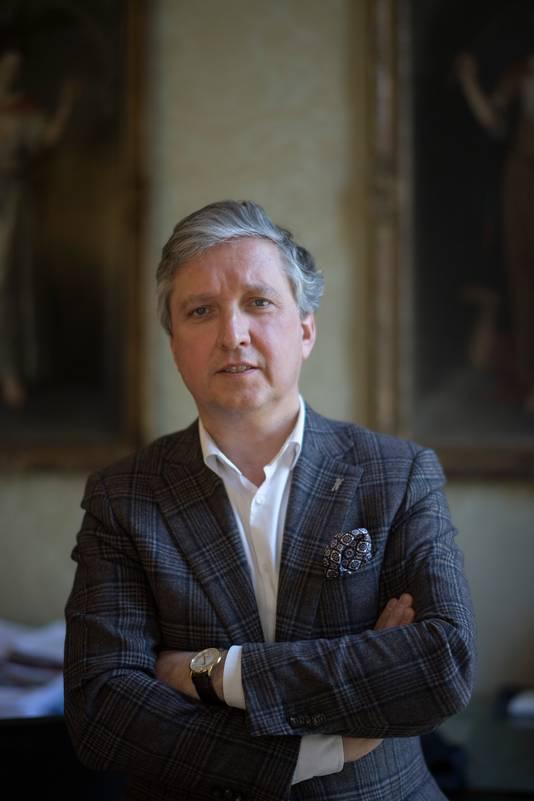 'Niks aan deze crisis is doorsnee', meent de Tielse burgemeester Hans Beenakker.