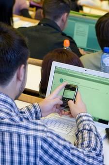 Mobieltjes in de ban: hier moeten studenten práten