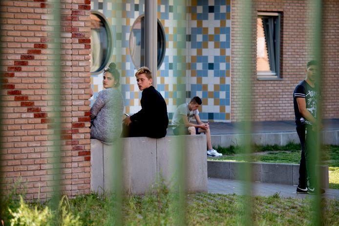Jongeren in het asielzoekerscentrum in Ter Apel in 2016.