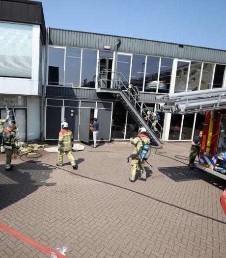 Autobedrijf Smeeing in Soest ontruimd na brand