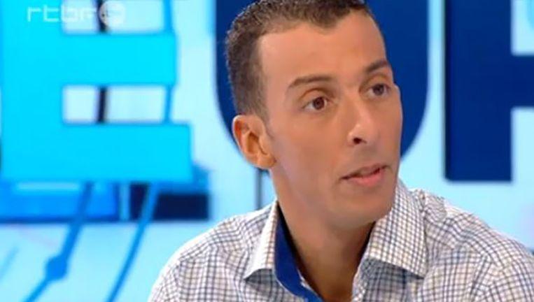 Mohamed Abdeslam, de broer van de voortvluchtige Salah Abdeslam, tijdens het gesprek op de Belgische televisie. Beeld screenshot