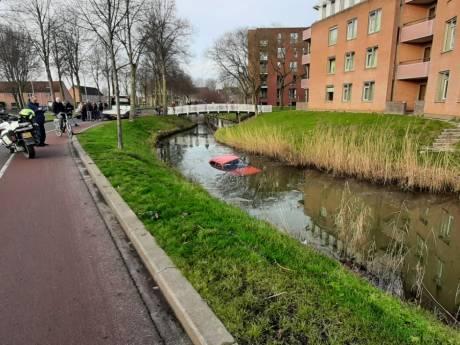 Automobilist belandt met voertuig in Beuningse sloot