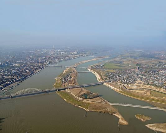 Intussen is er een nevengeul bij Nijmegen.