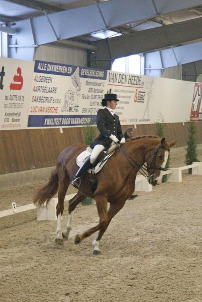 Jorien Muilwijk uit Koewacht in actie. Zij eiste met de merrie Nadia in Z1 in beide proeven de derde plaats voor zich op. foto Mark Neelemans