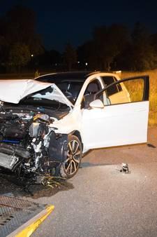 Auto botst achterop vrachtwagen op A50