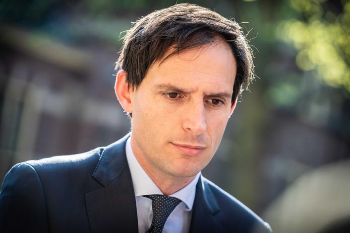 De PvdA wil dat minister Hoekstra het voorbeeld van de Belgen volgt en een verbod op negatieve spaarrente instelt.