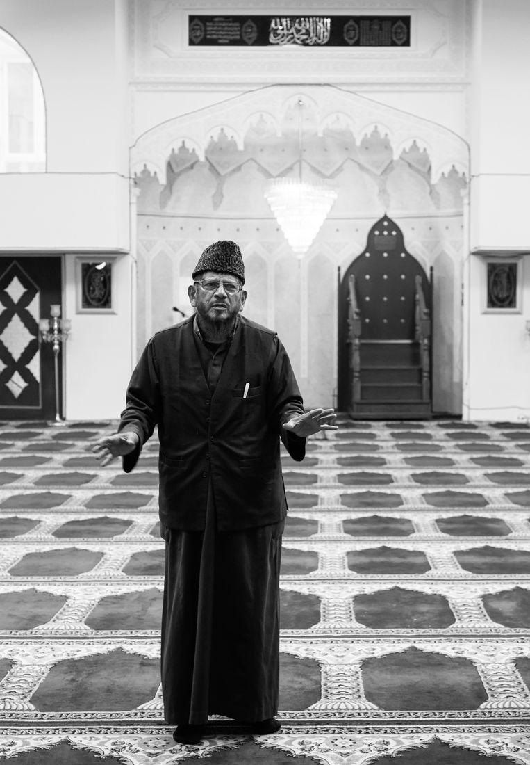 Muhammad Junus Gaffar tijdens een rondleiding in zijn Taibahmoskee, in 2017. Beeld Hollandse Hoogte / Berlinda van Dam