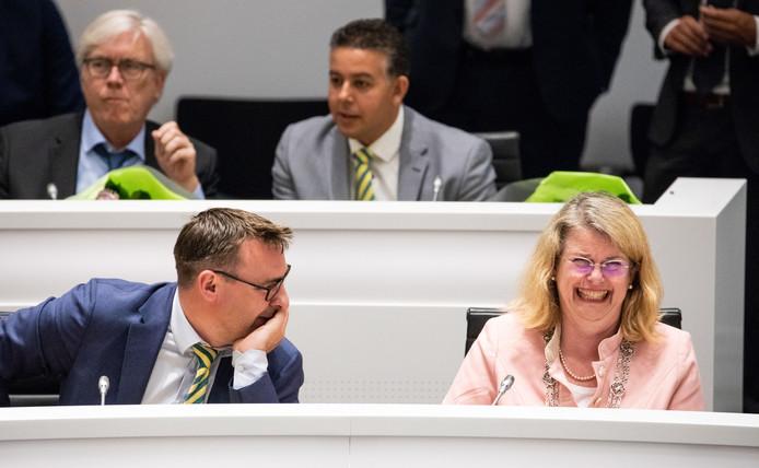 Richard de Mos (L) en burgemeester Pauline Krikke tijdens de raadsvergadering in het stadhuis waarin het nieuwe college geinstalleerd wordt.
