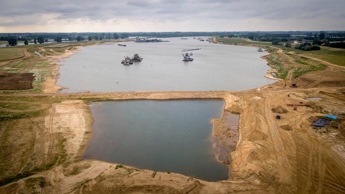 Het zandwinproject over de Maas.