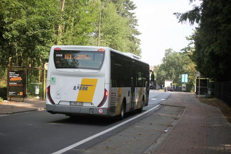 Buslijn 153 die langs het provinciedomein rijdt is volgens chauffeurs tijdens de zomermaanden vaak een probleemlijn.