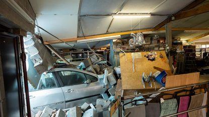 Kafka in Kalmthout: 2 maanden na ongeval steekt auto nog steeds in gevel
