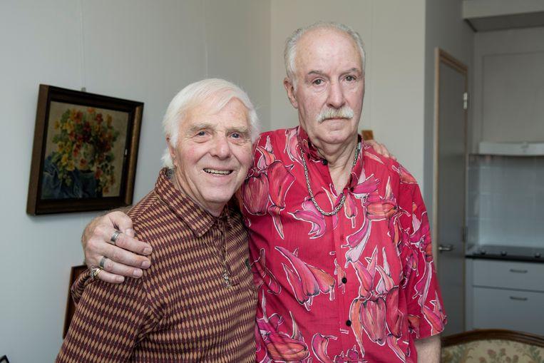 Vital (en zijn vriend Albert) van de wereld rond met met 80-jarigen.