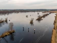 Schaatsers nemen grote risico's in De Weerribben: 'Levensgevaarlijk'