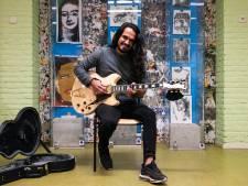 Hossein verdrijft de verveling op het azc in Oisterwijk met vrolijkheid: 'Je moet echt heel lang wachten'