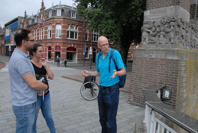 Emiel Bootsma verzorgt wandelingen in Den Bosch op rijm.