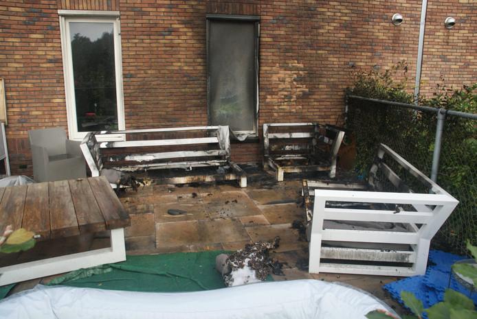 Loungeset uitgebrand in Udenhout.