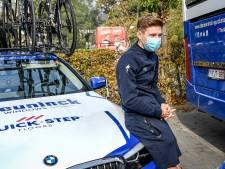 Remco Evenepoel remonte sur le vélo