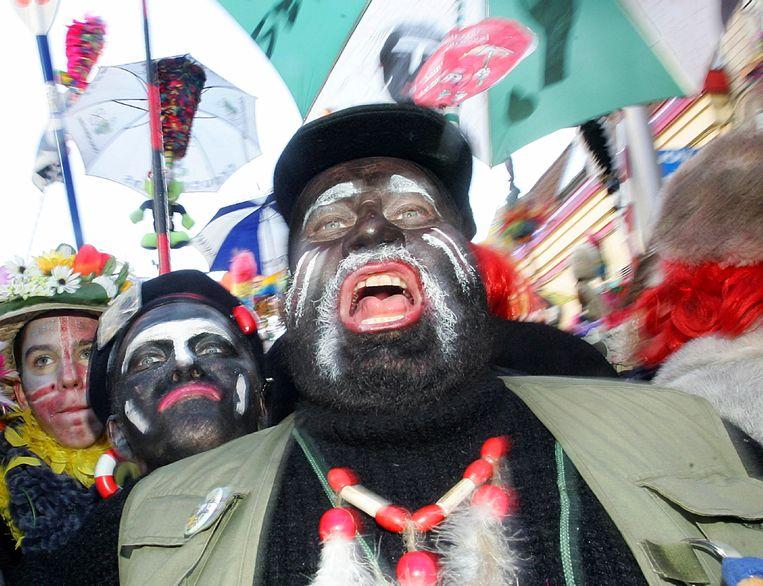 Zwarte gezichten op carnaval: de traditie bestaat al vijftig jaar in Duinkerke.