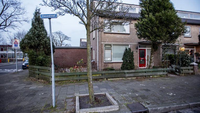 Het huis waar de vermeende Utrechtse jihadist woonde. De politie deed er dinsdag een inval. Beeld Raymond Rutting / de Volkskrant