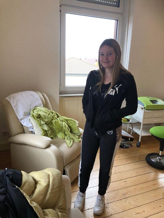 Lisan Donkers (17) uit Breda kreeg een behandeling in een Duitse kliniek voor de ziekte van Lyme
