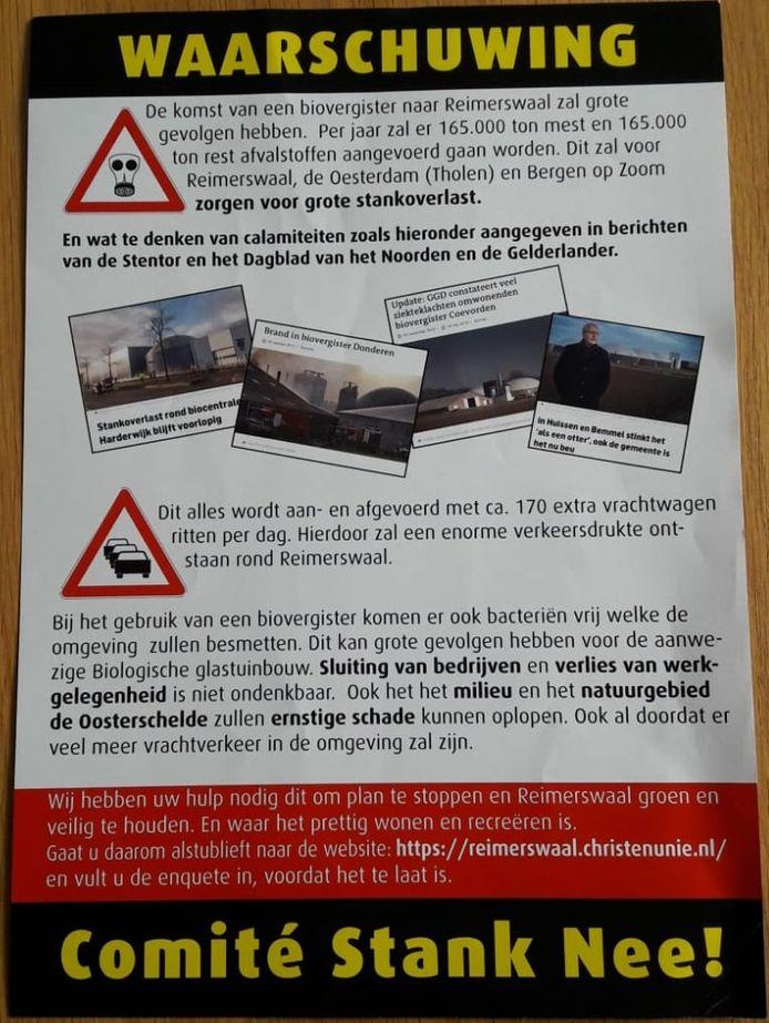 In een flyer roept het Comité Stank Nee op om het papier voor de ramen te hangen en een enquête in te vullen.