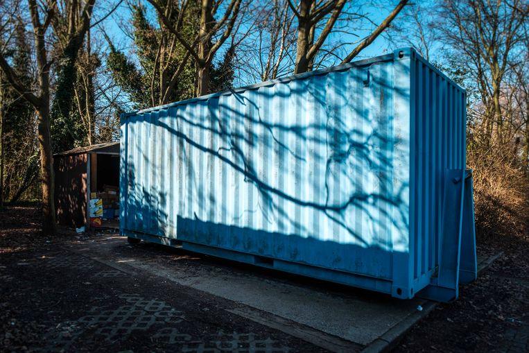 De blauwe container, nu nog op de parking van De Blokkendoos, verdwijnt vanaf 1 maart.
