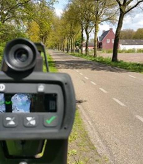 Politie bekeurt hardrijders in Wierden en Enter