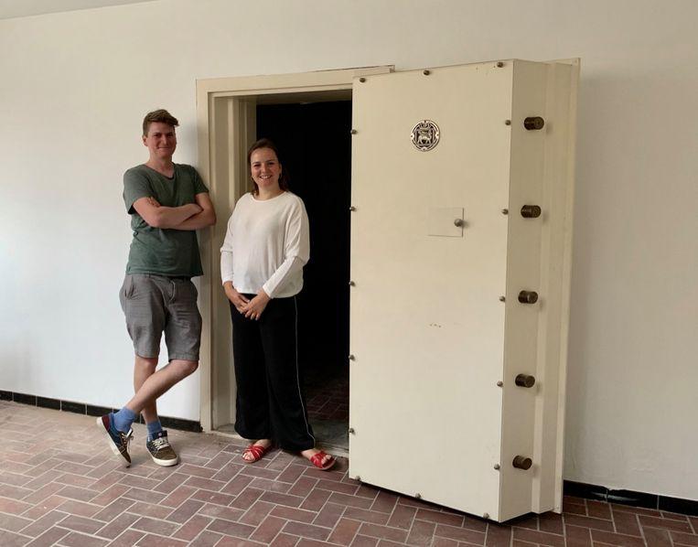 Verbouwingen Stoom.Vilvoorde koffie en werkplek: toekomstige kinderspeelruimte in oude bankkluis.