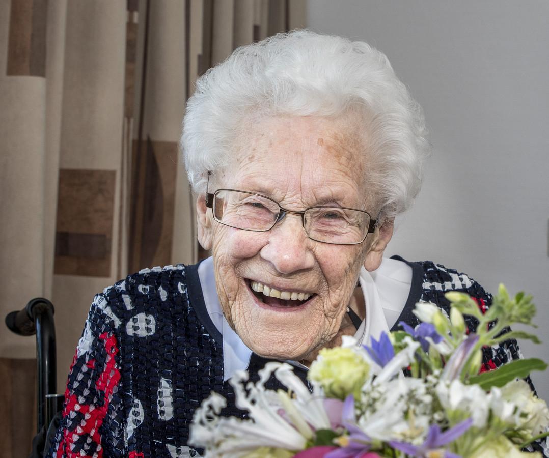 Mevr Ebberink - Vonk bij de viering van haar 109e verjaardag.