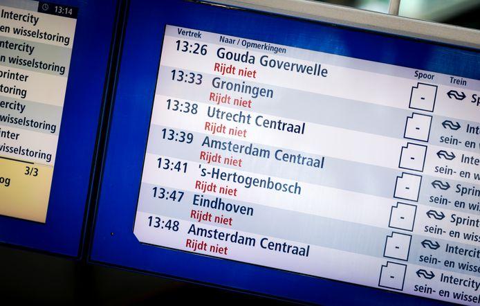 Een informatiebord op Den Haag Centraal.
