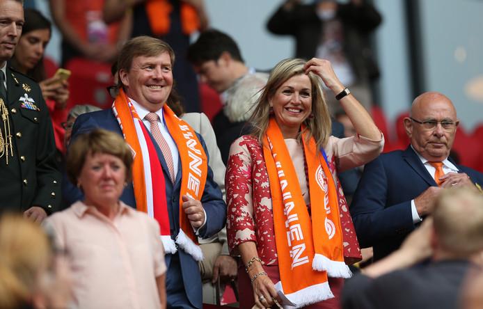Koning Willem-Alexander en koningin Maxima keken vanavond aandachtig toe in Utrecht.