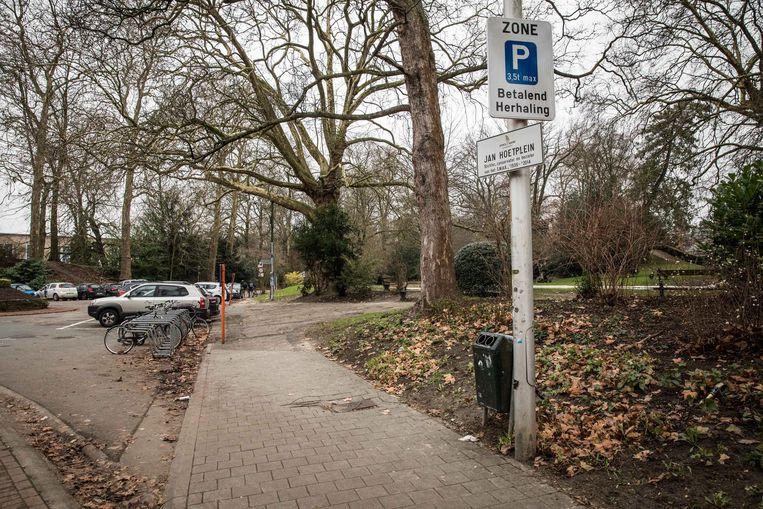 Voor het Jan Hoetplein was het niet lang zoeken waar dat zou komen: aan het SMAK.