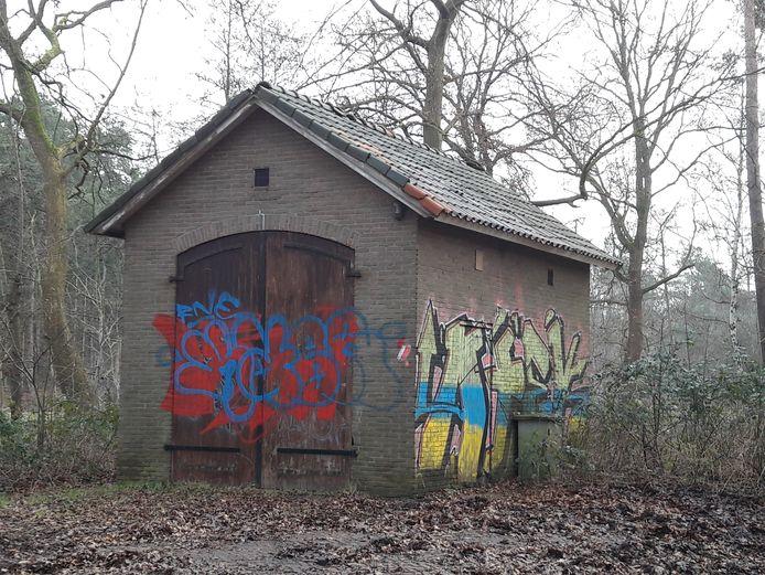 Het onderkomen van Motorclub 66 in Ommen, een voormalige kadaverhuisje.
