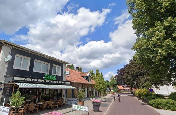 Het eerste deel van de werkzaamheden aan de Enterse Dorpsstraat loopt tot aan café Bolscher.