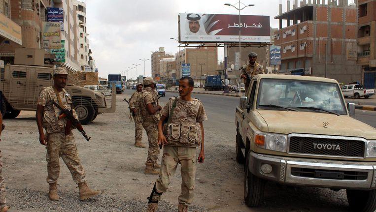 Jemenitische soldaten patrouilleren in Aden. Beeld epa