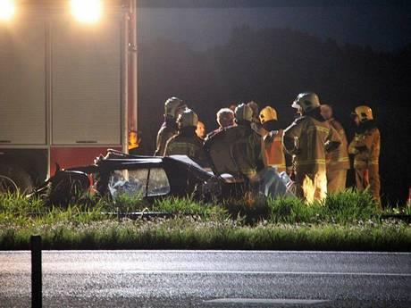 Auto rijdt achterop truck: Gewonde bij ernstig ongeval A32