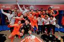 Feest bij het Nederlands elftal na het behalen van de EK in Belfast.