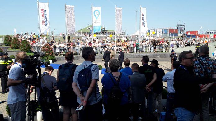 Wachten op de VIP's bij het Scheldetheater.