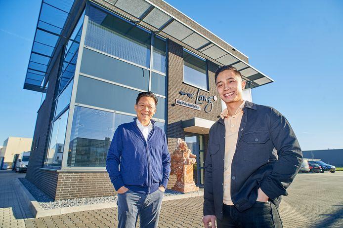 Vader en zoon Long en Kien Nguyen bij het bedrijf in Oss.