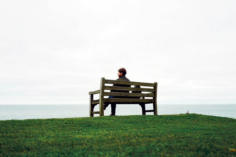 Het aantal alleenstaanden in onze maatschappij groeit, maar hun verlangens en levens zijn nooit goed in kaart gebracht. Psychologe en relatietherapeute Maureen Luyens wil daar met 'De nieuwe single' verandering in brengen.