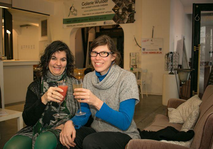 Debby Vercauteren en Caroline Massy in Galerie Wulder.