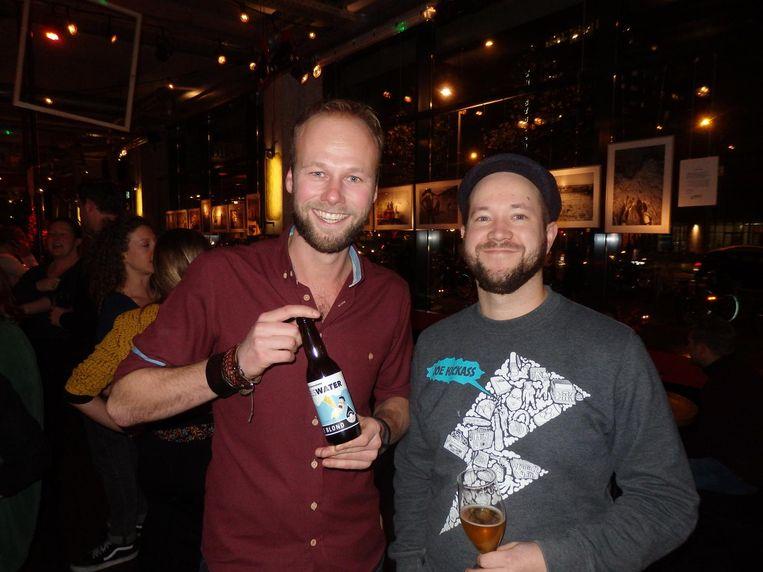 Alex van der Meer (Volkshotel, rechts) met Maarten Terpstra van The Knowledge Mile. 'Ja, het had ook Kennis Kilometer kunnen heten, maar dat bekt toch niet lekker?' Beeld Schuim
